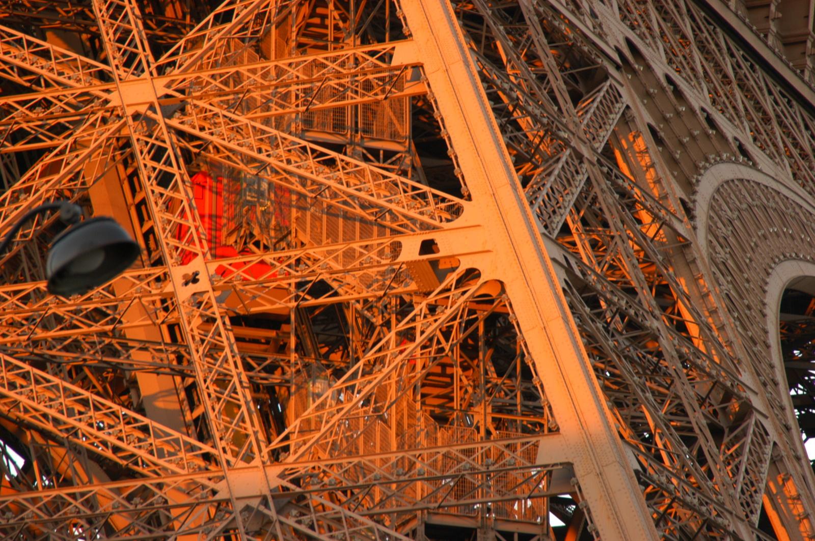 Eiffel Turm - Nahaufnahme - (c) Atout France - Hervé Le Gac