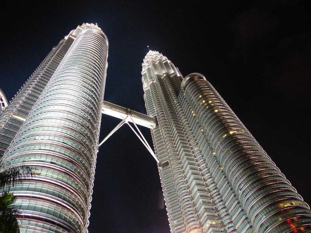 Petronas Twin Towers - Kuala Lumpur/Malaysia - (c) <a href=http://www.js-touristik.de>Jörg Schwab Touristik</a> - Fotograf: Jörg Schwab